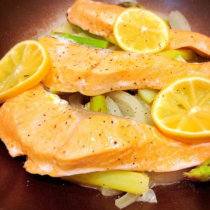 フライパン1つで!甘塩鮭のレモン蒸し☆