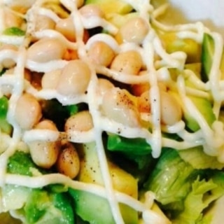 大豆とアボカドのサラダ
