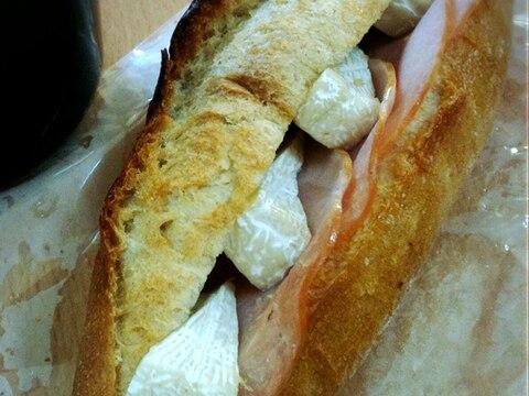 カマンベールチーズとハムのシンプルカスクート