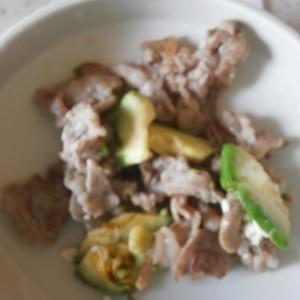 ほっくり焼きアボカドと豚肉のソテー
