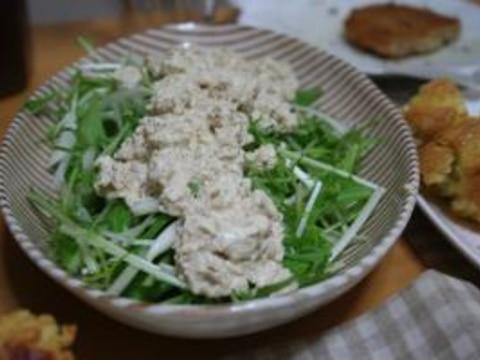 水菜と玉ねぎのサラダ~豆腐のゴママヨソースのせ
