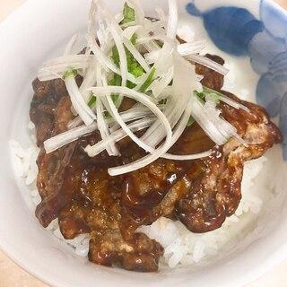 カリカリ豚の黒酢あん丼★黒酢のたれが美味しい♪