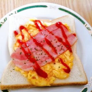 卵とベーコンのケチャップトースト