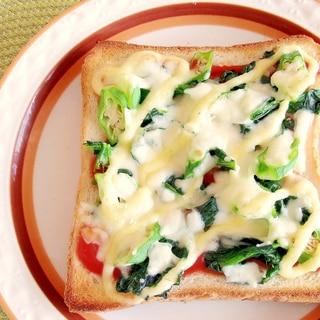 ほうれん草とオクラのケチャマヨチーズトースト