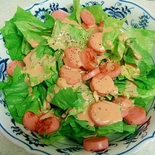 レタスとカリカリ魚肉ソーセージのサラダ