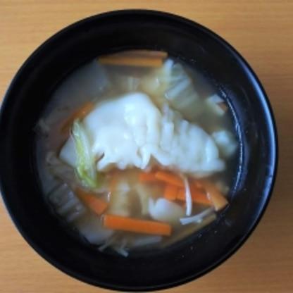 餃子がモチモチになって美味しかったです♪野菜もたっぷり食べられて大満足なスープでした!リピートします。ごちそうさまでした!