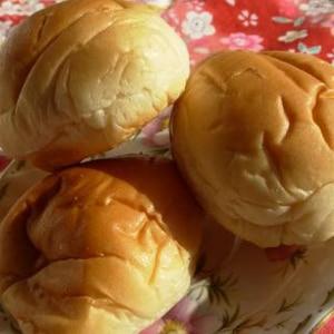 バターロール生地でカンタン丸パン☆