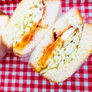 目玉焼きのサンドイッチ