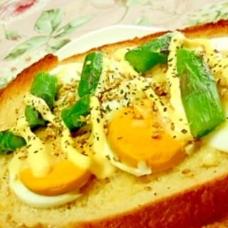 ❤ゆで卵とアスパラの胡麻マヨトースト❤