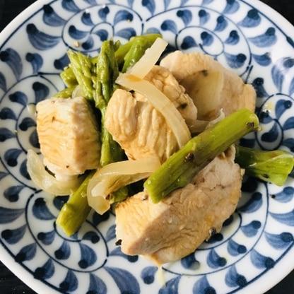 鶏肉と冷蔵庫にある野菜を使って簡単に作れるので良いですね。 醤油、にんにく、バターの風味が効いていて美味しかったです。