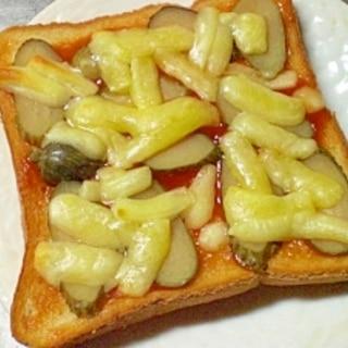ピクルスとチーズのトースト