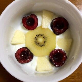 キウイとアメリカンチェリーとりんごの花ヨーグルト☆