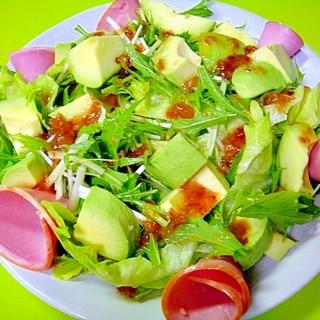 アボカドとハムの梅風味サラダ