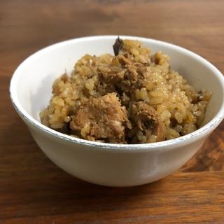 サバの醤油煮缶で甘辛炊き込みご飯