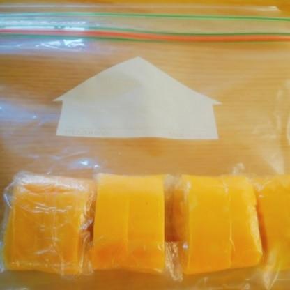 息子の弁当用に、2つずつラップにくるみました。これから冷凍します! 毎回作らなくてよいのは助かります。