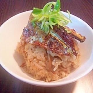 秋の味覚たっぷり!!秋刀魚とキノコの炊き込みご飯☆