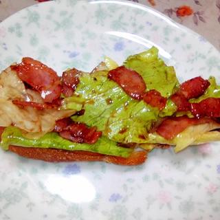 ベーコンレタスのバルサミコ和えトースト