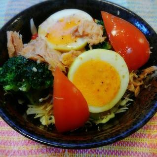 ゆで卵とツナとブロッコリーのサラダ