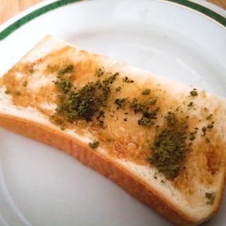 バター風味の黒蜜抹茶トースト