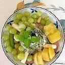 リーフレタス 、ホワイトアスパラ、キウイのサラダ