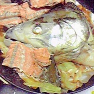 鮭カマとキャベツのフライパン蒸し♪