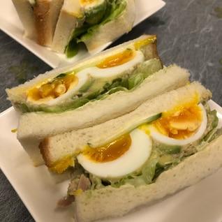 お弁当、おもてなしに!半熟卵のアボカドサンドイッチ