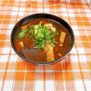 板わかめと豆腐と油揚げのお味噌汁(赤だし)