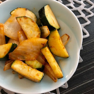 お弁当に。ズッキーニと玉ねぎのケチャップ炒め