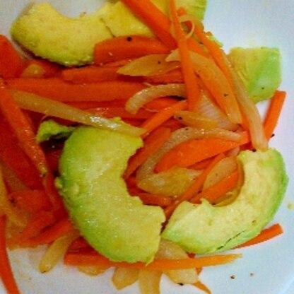 野菜も追加で一緒に☆固めのアボカド、美味しくなるんですね〜ごちそうさまでした(*´︶`*)