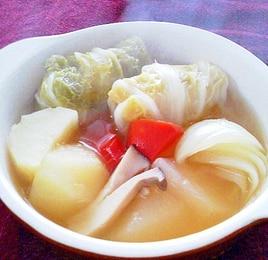 白菜ウインナーロールのポトフ