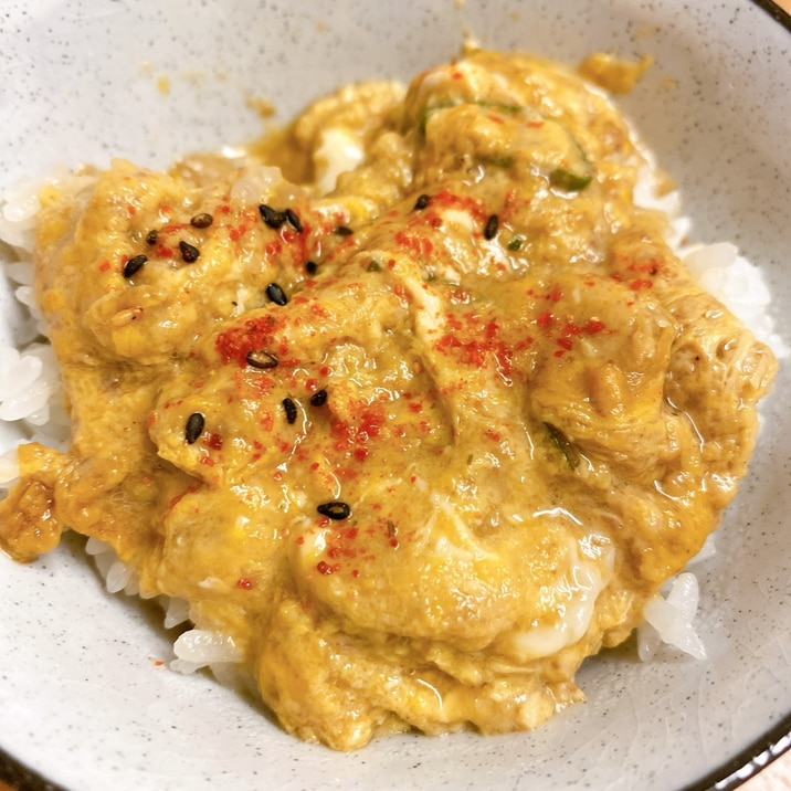 肉豆腐の残りで牛丼風卵かけご飯