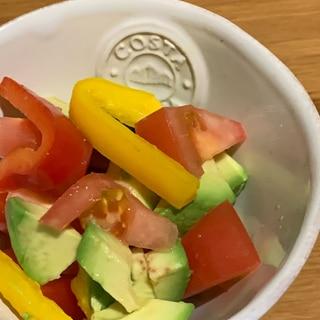 アボカドトマトパプリカのサラダ