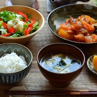 【料理のヒント】手間をかけずに一汁二菜を同時に作るコツとは?簡単メニューも紹介!