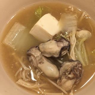 ぽかぽか牡蠣の味噌鍋