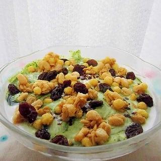 フルーツグラノラとヨーグルトの朝食