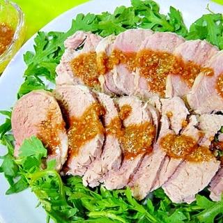 豚ヒレ肉でヘルシー茹で豚☆ごまだれ添え