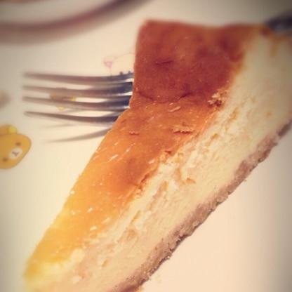 誕生日にチーズケーキが食べたくなって、ハンドミキサーで作ってみましたー♪お砂糖減で作りましたが濃厚で美味しかったです♫ご馳走様でした!