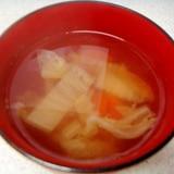 白菜と人参の澄まし汁