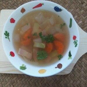 食感が美味しい具だくさんベジタブルスープ