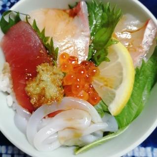お好きな切り身をのせて簡単に作ろう海鮮丼