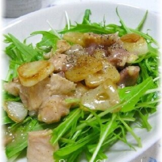 おつまみに!焼き鳥(缶詰)とにんにくの水菜サラダ