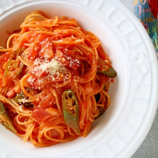 フライパン一つで作る!トマトたっぷりナポリタン