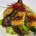 揚げと椎茸と小松菜の中華炒め