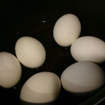 4分放置で黄身がとろとろのゆで卵ができました(^_^)/殻が剥きやすくてびっくり♪