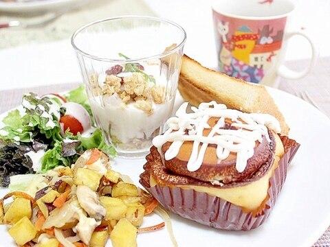 シナモンロールワンプレート朝食