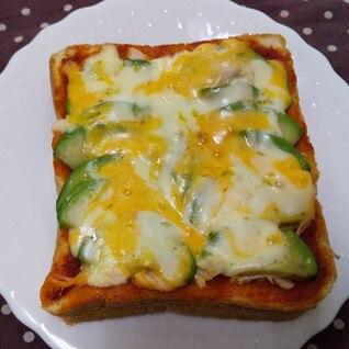 ささみとアボカドの味噌チーズトースト