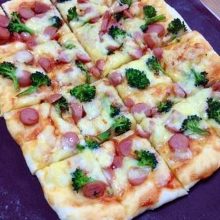 ウインナーとブロッコリーのピザ