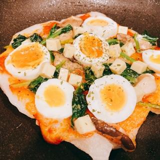 余った切り餅で作る⭐茹で卵とほうれん草のお餅ピザ