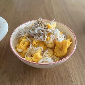 子供が大好き(^^)炒り卵としらすのヘルシー丼♪