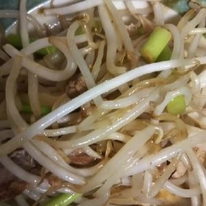モヤシと豚肉とニンニクの芽のめんつゆ炒め